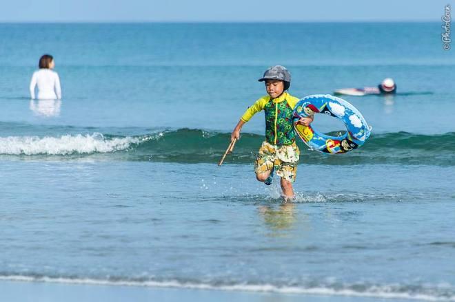"""Plage d'Okhinohama, ici: père et soleil assis sur une plage pratiquement vide. """"Data-recalc-dims ="""" 1 """"/> <img class="""