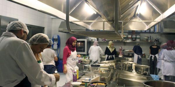 Aider les réfugiés à devenir des entrepreneurs de l'alimentation à Istanbul – Les coulisses de la cuisine